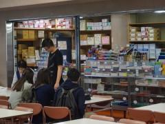 八王子高等学校食堂现场。