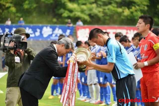 冈山学艺馆高等学校男子足球队,代表冈山县参加全国大赛