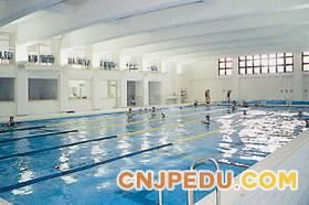 山梨英和高等学校室内游泳池
